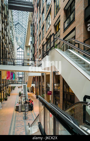 Canada, Quebec, Montreal, Centre de commerce mondial de Montreal, World Trade Center, atrium - Stock Photo