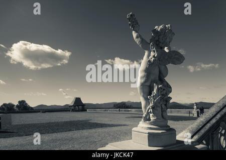 USA, North Carolina, Asheville, The Biltmore Estate, statue - Stock Photo
