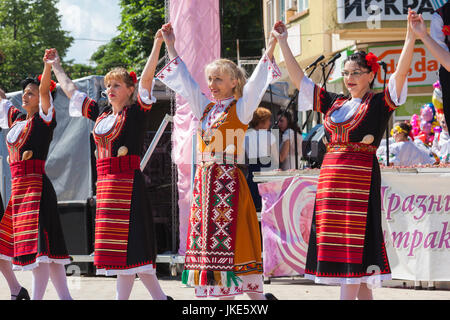 Bulgaria, Central Mountains, Kazanlak, Kazanlak Rose Festival, town produces 60% of the world's rose oil, dancers - Stock Photo