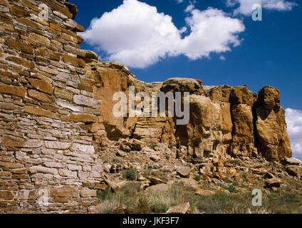 View from Hungo Pavi Pueblo in Chaco Canyon, New Mexico, to North Mesa. An Anasazi rock-cut stairway leads up the - Stock Photo
