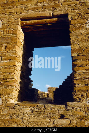 View south, from outside, at a window in the rear wall of Chetro Ketl Pueblo, Chaco Canyon, New Mexico, The rear - Stock Photo