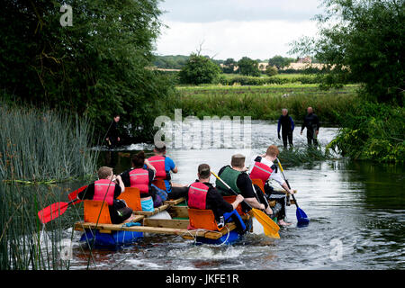 Alveston, Warwickshire, UK. 23rd July, 2017. Competitors approach Alveston Weir on the River Avon as part of the - Stock Photo