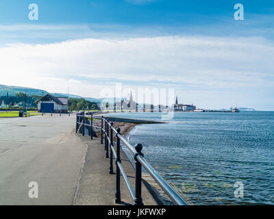 Looking along the north prom past the lifeboat station  and into Largs town centre - Stock Photo