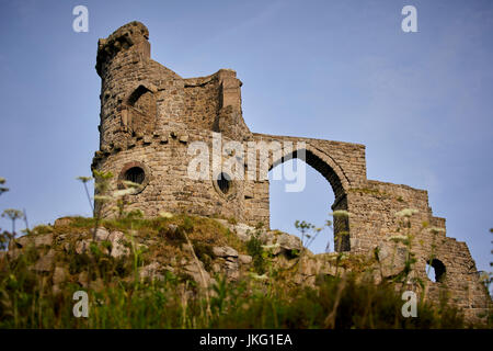Hillside landmark Mow Cop Castle is a folly ruins near Congleton, Cheshire East, England, Grade II listed building. - Stock Photo