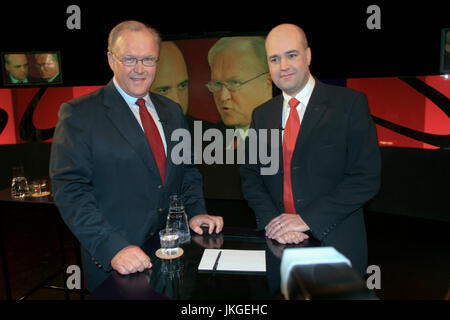 GÖRAN PERSSON Swedish Prime minister and Socialdemocrat with his opponent the speech leader for Moderaterna and - Stock Photo