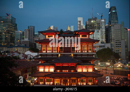 19.07.2017, Singapore, Republic of Singapore, Asia - A view of the Buddha Tooth Relic Temple in Singapore's Chinatown - Stock Photo
