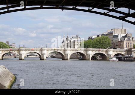 Paris, France, view of Ile de la Cite, River Seine, & Pont Neuf, seen from the Right Bank, silhouette of Pont des - Stock Photo