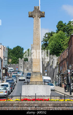 WWI and WWII war memorial in the High Street in Arundel, West Sussex, England, UK. - Stock Photo