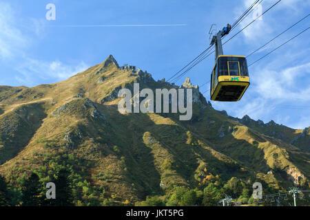France, Puy-de-Dôme (63), Le Mont-Dore, téléphérique vers le sommet du Sancy // France, Puy de Dome, Cable railway - Stock Photo