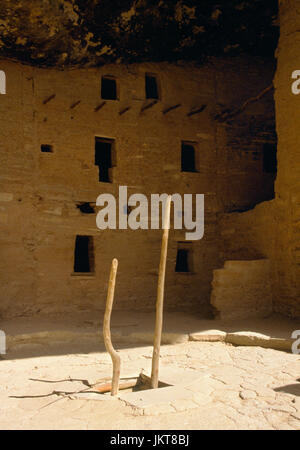 Spruce Tree House Anasazi cliff dwelling, Mesa Verde, Colorado: northern courtyard with ladder to kiva, and 3 story - Stock Photo