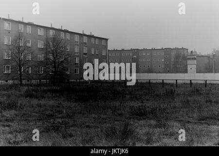 The Berlin Wall as seen from Damweg East Berlin 14th November 1989. The Wall, (Berliner Mauer) was constructed by - Stock Photo