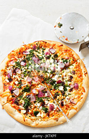 Vegetable and goats cheese pizza on thin base - Stock Photo