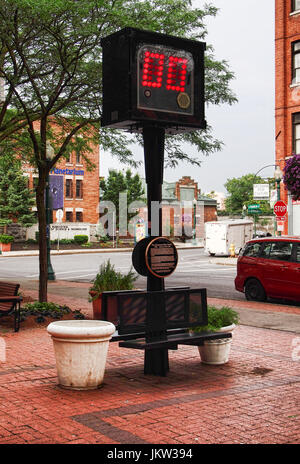Syracuse, New York, USA. July 23, 2017. The 24 Second Shot Clock Memorial on South Franklin Street in downtown Syracuse, - Stock Photo