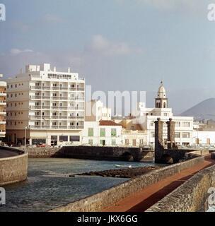 Blick auf das Hotel Miramar in Arrecife auf der Kanarischen Insel Lanzarote, Spanien 1980er Jahre. View to the Hotel - Stock Photo