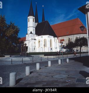 Blick vom Tilly Platz auf die Pfarr-Stiftskirche St. Philipp und Jakob in Altötting, Bayern, Deutschland 1980er. - Stock Photo