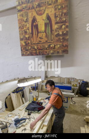 Arkhangelsk Region, Russia. 14th July, 2017. An employee of a carpenter's workshop at the Solovetsky Monastery situated - Stock Photo