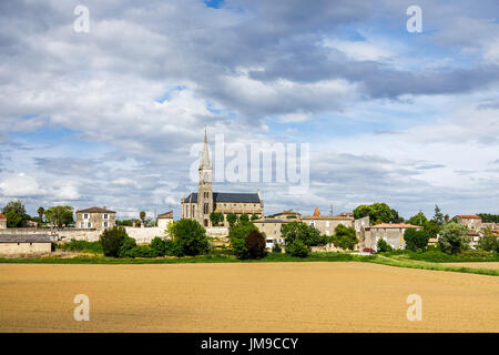 View towards Church of St Saturnin, Beguey and Cadillac, communes in the Gironde department in Nouvelle-Aquitaine, - Stock Photo