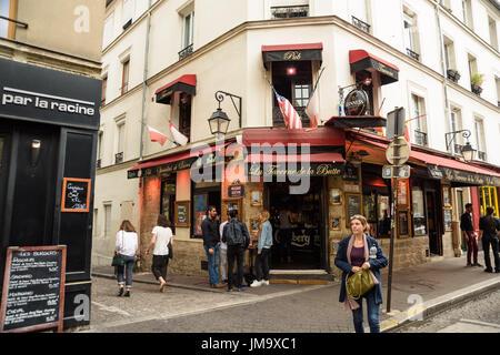 Paris butte aux cailles la taverne de la butte 13 rue de la butte stock photo 159591921 alamy - Restaurant buttes aux cailles ...