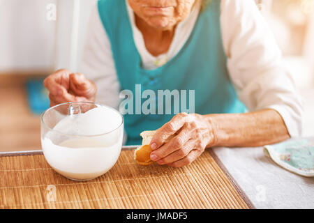 old town asian single women Youngerwomenseekingoldermencom - #1 sugar daddy & sugar baby dating site for younger women & older men.