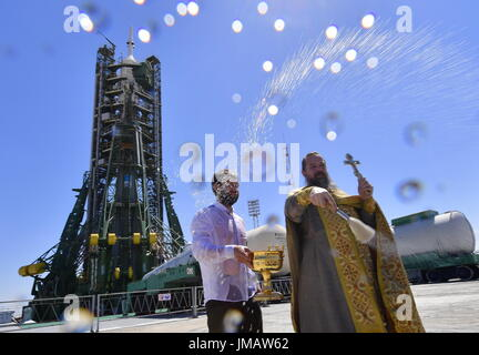 Baikonur, Kazakhstan. 27th July, 2017. An Orthodox priest conducts a blessing ceremony at the launch pad where the - Stock Photo