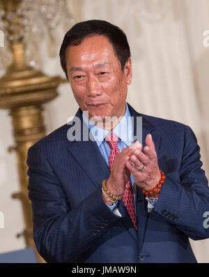 Washington, Us. 26th July, 2017. Foxconn CEO Terry Gou applauds during the announcement of the creation of a Foxconn - Stock Photo