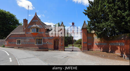 A really old nicely kept gate keepers lodge in a quiet rural village location in Sonning on Thames on the main road - Stock Photo