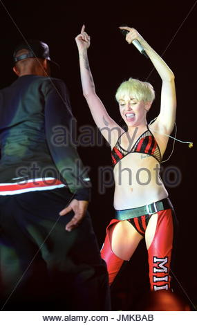 Miley cyrus dance off