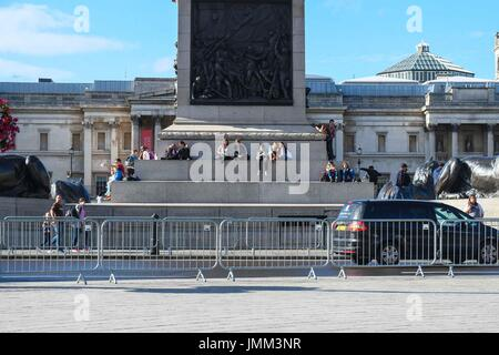 London, UK. 27th July, 2017. Preparation in central London for Prudential Ride London 2017 which takes place between - Stock Photo