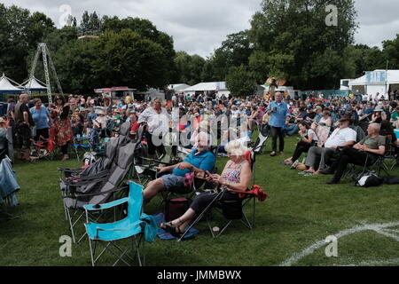 Cambridge, UK. 28th July, 2017. Day two of the Cambridge Folk Festival 2017 as crowds take to the deckchairs. Richard - Stock Photo