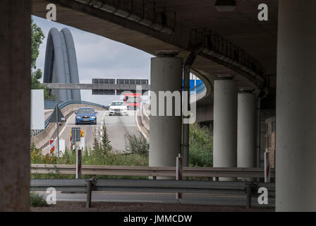 Offenbach, Germany. 28th July, 2017. The Kaiserlei traffic circle can be seen in Offenbach, Germany, 28 July 2017. - Stock Photo