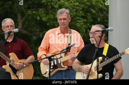 """Washington, D.C. - June 19, 2007 -- Presidential Press Spokesman Tony Snow practices with his band """"Beats Working"""" before playing for the audience attending the Congressional Picnic on the South Lawn of The White House in Washington DC, Tuesday, June 19, 2007. Credit: Chris Kleponis - Pool via CNP"""