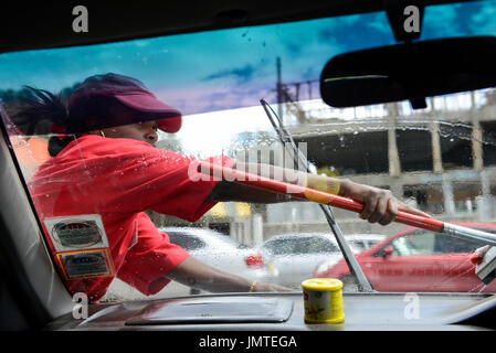 KENYA Naivasha, women work at petrol station, cleaning car window / KENIA Naivasha, Frauen arbeiten als Tankwart - Stock Photo
