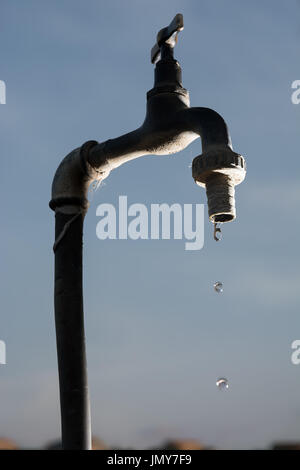 A old faucet that loses - Stock Photo
