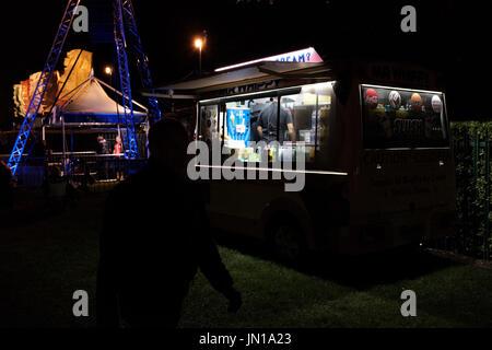 Cambridge, UK. 28th July, 2017  Ice cream vans are still open despite the weather. Richard Etteridge / Alamy Live - Stock Photo