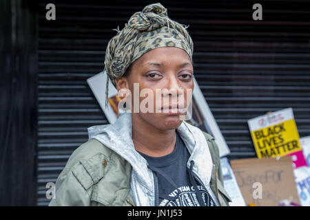 London, UK. 29th July, 2017. Melisa Charles mother of Rashan outside the Yours Locally shop in Kingsland Road where - Stock Photo