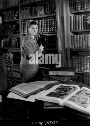 Stuart Erwin, on-set of the Film, 'He Learned about Women', Paramount Pictures, 1933 - Stock Photo
