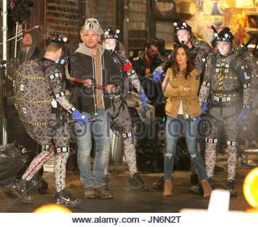 Megan Fox, Stephen Amell, Alan Ritchson, Jeremy Howard ...