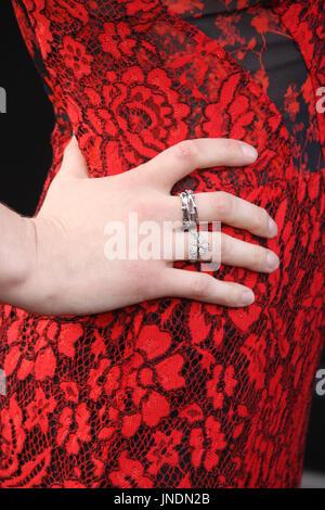 Alexandra daddario engagement ring