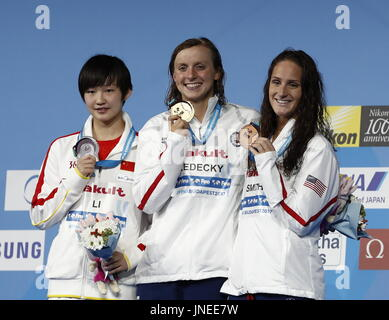 Budapest, China's Li Bingjie (L) and bronze medalist Leah Smith of the USA pose during the awarding ceremony for - Stock Photo