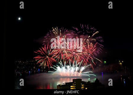 Vancouver, BC, Canada.  29th July, 2017.  Colourful fireworks burst in the sky above English Bay in Vancouver in - Stock Photo