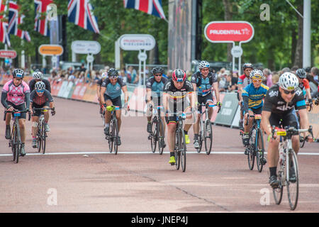 London, UK. 30th July, 2017. - the Prudential Ride London Surrey 100 finishes in the Mall. Credit: Guy Bell/Alamy - Stock Photo