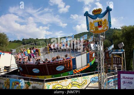 Fahrgeschaeft auf der Kirmes am Moselufer von Bernkastel-Kues, Mittelmosel, Rheinland-Pfalz, Landkreis Bernkastel - Stock Photo
