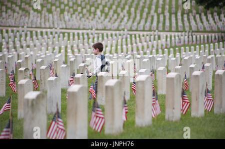 visiting the veterans - Stock Photo