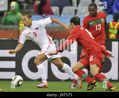 CAPE TOWN, South Africa - North Korea striker Jong Tae Se (L) runs past Portugal's Ricardo Carvalho (6) and Miguel (13) during the first half of a World Cup Group G match at Green Point Stadium in Cape Town on June 21, 2010. (Kyodo)