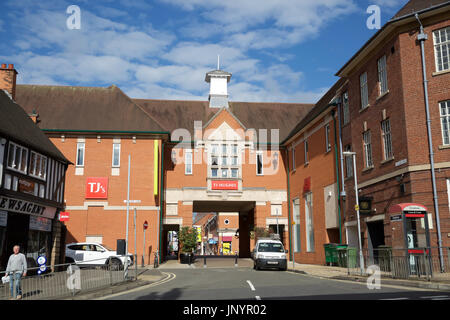 Chesterfield, UK. 31st July, 2017. Blue skies over Chesterfield after Thunderstorms Credit: Keith Larby/Alamy Live - Stock Photo