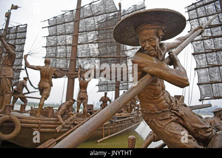 Nanchang, China. 31st July, 2017. Photo taken on July 31, 2017 shows sculptures marking the 90th anniversary of - Stock Photo