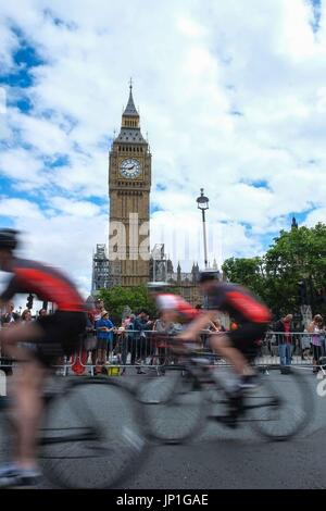 London, UK. 30th July, 2017. Riders pass the Houses of Parliament in the Prudential Ride London cycle race on 30th - Stock Photo