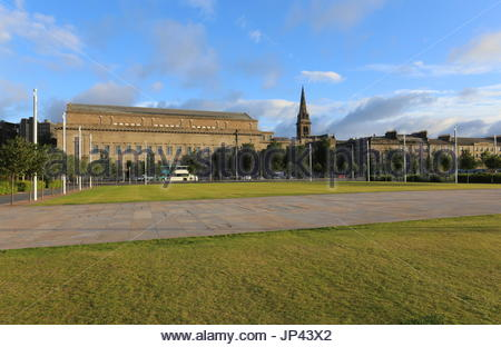 Caird Hall and St Pauls Cathedral from Slessor Gardens Dundee Scotland  July 2017 - Stock Photo