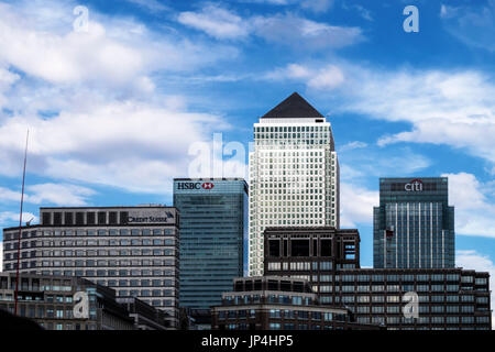 London,Tower Hamlets,Isle of Dogs,Canary Wharf.Modern skyscraper buildings with HSBC,Citi Bank and Credit Suisse - Stock Photo