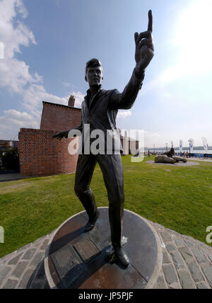 Statue of 60s British pop singer Billy Fury by sculptor Tom Murphy at Albert Dock, Liverpool - Stock Photo